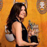 Julianna Margulies con su Screen Actors Guild Award 2010