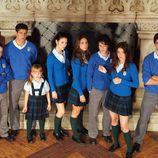 Los alumnos junto a la chimenea de 'El internado'