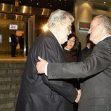 El Rey saluda a José Manuel Lara