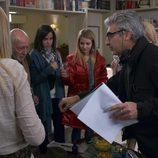 Manuel Estudillo con los actores de 'La última guardia'