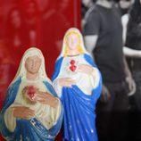 Imágenes de la Virgen encontradas en el avión