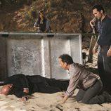 Ben descubre el cadáver de Locke en 'Lost'