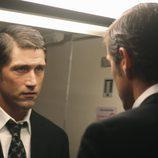 Jack se mira al espejo en el avión