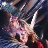 Sawyer abraza a Juliet en 'LA X'