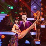 Juan García baila salsa