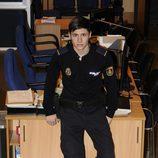 Álex Hernández vestido de policía
