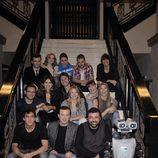 El reparto de 'Los hombres de Paco' junto al robot Win-E
