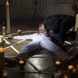 Mariano comprueba si el cuerpo respira
