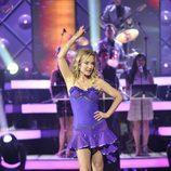 Carmen Lomana baila salsa