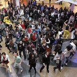 Flashmob de 'Glee' en Madrid con los actores de 'FoQ'