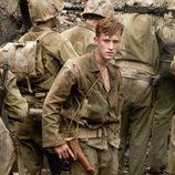 Eugene B. Sledge entre los soldados en 'The Pacific'