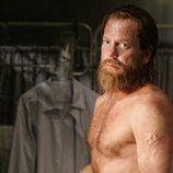 Kiefer Sutherland con el torso desnudo