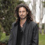 Hugo Silva con el pelo largo