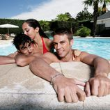 Álex Barahona se relaja en la piscina