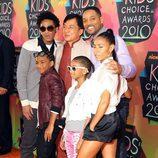 Will Smith y su familia con Jackie Chan