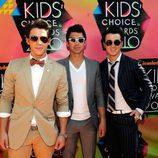 Los Jonas Brothers con gafas de sol