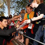 Taylor Lautner firma autógrafos en los Kids Choice 2010