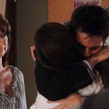 Diego se abraza a su hermana Elena