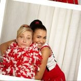 Naya Rivera abraza a Heather Morris