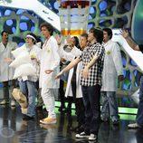 Mika con el equipo de 'El hormiguero'