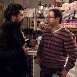 Paco habla con Povedilla en 'Los hombres de Paco'