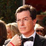 Stephen Colbert posa en la gala de los Emmy de 2007