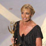Jaime Pressly recogiendo su premio Emmy por 'Me llamo Earl'