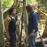Sawyer discute con Sayid