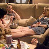 Dani, Amaya, Goyo y Lis fumando porros