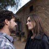 Norma Elizondo y Juan Reyes se miran