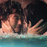 Jin y Sun se miran antes de morir