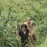 Jacob y AJ corren por la selva