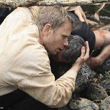 Jacob se abraza a su hermano muerto