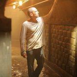 Wentworth Miller en un túnel en 'Prison Break'