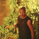 Titus Welliver con un puñal en 'Perdidos'