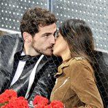 Sara Carbonero e Íker Casillas, besos en el tenis