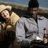 Ricardo Nkosi y Rosario Pardo en 'Doctor Mateo'