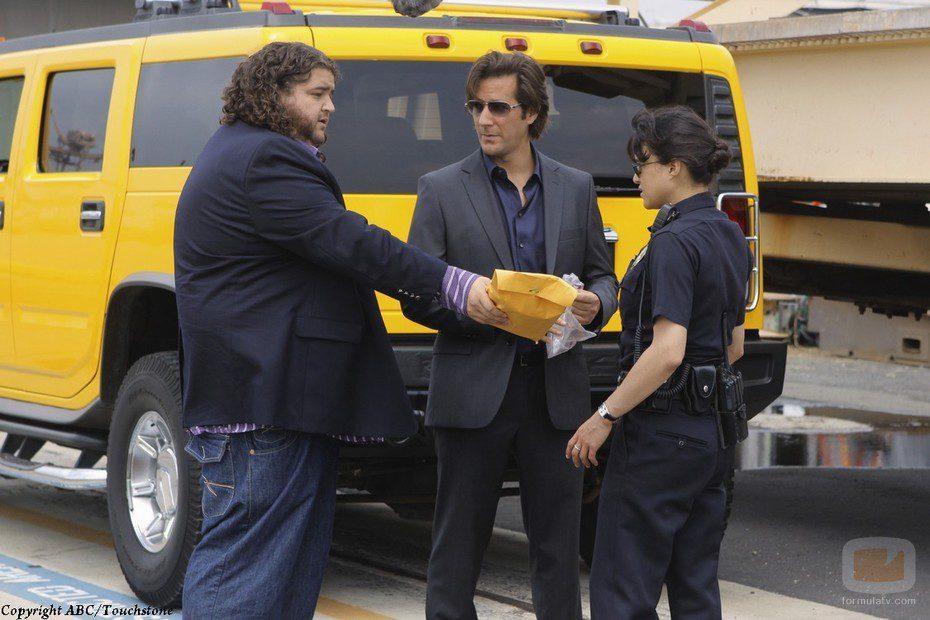 Ana Lucía acepta el dinero de Hurley