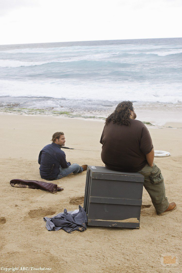 Hurley y Sawyer en la playa