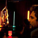 Marina Gatell hace un striptease en 'FoQ'