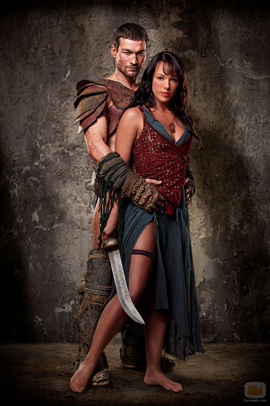 Andy Whitfield y Erin Cummings