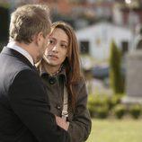 Adriana habla con Mateo sobre su madre