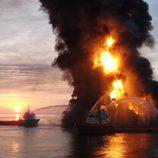 Plataforma petrolífera explota en el Golfo de México