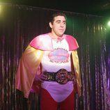 Amador se disfraza para hacer un striptease