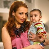 Judith con el hijo de Nines en 'La que se avecina'