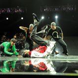 Michael Jackson baila en el suelo