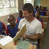 Simon Cowell viaja a África con 'Idol Gives Back'