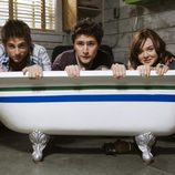Jean-Luc Bilodeau, Matt Dallas y April Matson en la bañera