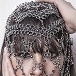 Cristina Pedroche con una malla metálica