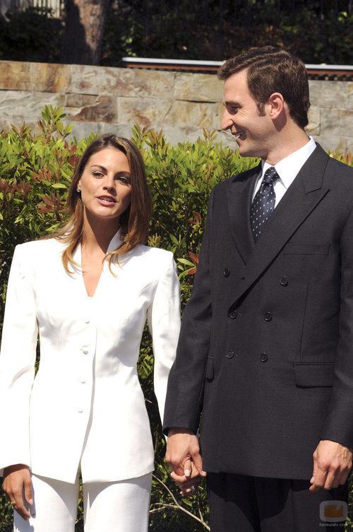 Fernando Gil y Amaia Salamanca se miran